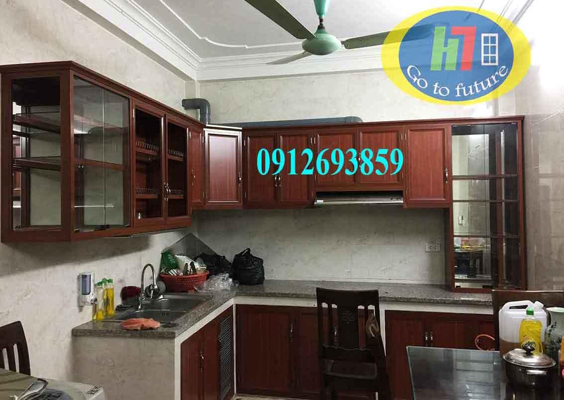 Lắp đặt Tủ bếp nhôm kính vân gỗ tại Long Biên, Hà Nội